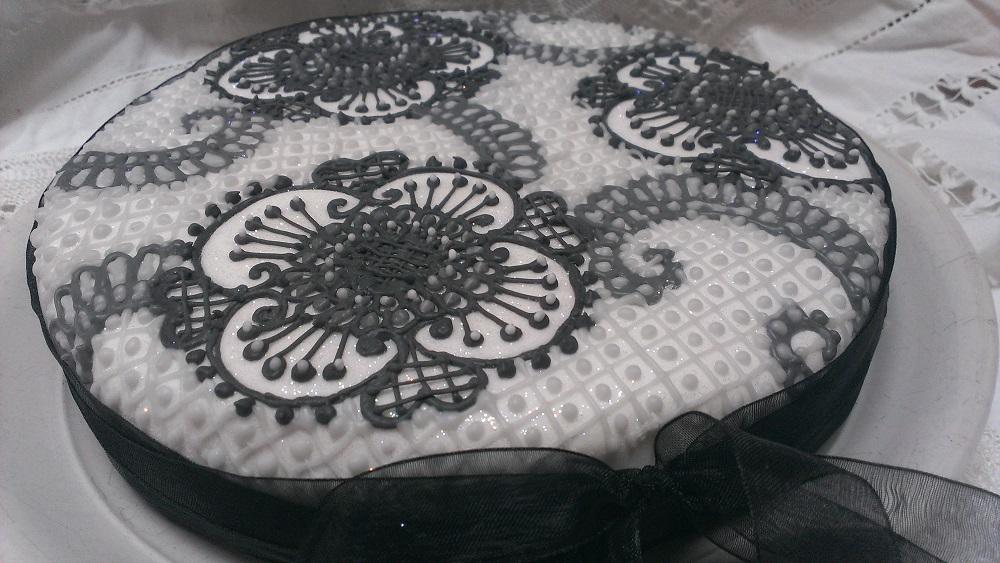 Simple Mehndi Cake : Henna style cakes shades of grey hennacat